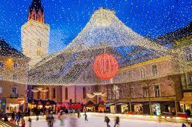 Karácsony a festői Karintiában Páratlan panoráma útvonalak, várak és kastélyok ünnepkor Klagenfurt és Villach... Idén karácsonykor valami különlegesre vágyik? Ausztria déli részének felfedezését kínáljuk, a festői Karintia vidékének gyönyörű helyszínei várják. Jöjjön velünk, és sétáljon a mézeskal